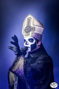 Papa Emeritus 3
