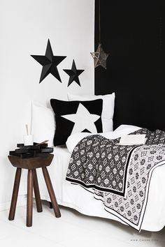 Comment mixer les motifs ethniques géométriques - New Deko Sites Home Bedroom, Bedroom Decor, Star Bedroom, Bedrooms, Home Interior, Interior Design, Black And White Interior, Black White, Black Star
