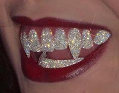 Meet Sara Shakeel, The Original Crystal Artist Boujee Aesthetic, Aesthetic Vintage, Aesthetic Photo, Aesthetic Pictures, Glitter Kunst, Glitter Art, Sparkles Glitter, K Fashion, Fashion Jewelry
