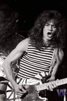 Van Halen 5150, El Rock And Roll, Famous Guitars, Valerie Bertinelli, Band Outfits, Best Guitarist, Just Beautiful Men, Eddie Van Halen, Music Images