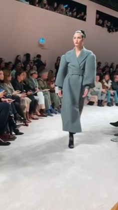 Explore the looks, models, and beauty from the Fendi Autumn/Winter 2020 Ready-To-Wear show in Milan on 20 February with show report by Anders Christian Madsen Ladies Coats, Coats For Women, Buxom Beauties, Female Power, Pink Body, Fall Winter, Autumn, Power Dressing, Textiles