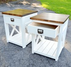 Farmhouse nightstand plans that will give your bedroom a Joanna Gaines farmhouse vibe. These free DIY nightstand plans are an easy step-by-step tutorial on how to recreate a farmhouse nightstand for your home. Farmhouse End Tables, Diy End Tables, Farmhouse Furniture, Rustic Furniture, Farmhouse Desk, Cheap Furniture, Garden Furniture, Diy Furniture Plans Wood Projects, Repurposed Furniture