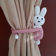 On request made for a small princess  #crochet #handmadewithlove #curtaintiebacks #rabbit #pink #bunny #haken #hakenmetliefde…