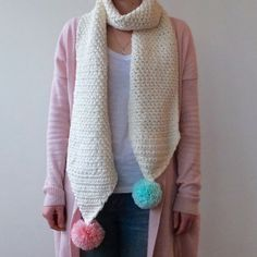 This chunky granite stitch crochet scarf pattern (with pompoms!) is super quick, easy and cosy.* ༺✿ƬⱤღ✿༻