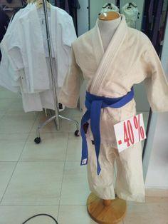 Ofertas trajes de artes marciales.