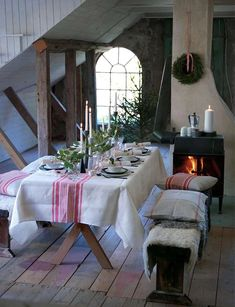 🌟Tante S!fr@ loves this📌🌟Simple red and white grainsack fabric set the tone for this Scandinavian style farmhouse Christmas tablescape. Country Christmas, Winter Christmas, Christmas Home, Vintage Christmas, Xmas, Christmas Fabric, Modern Christmas, Christmas Recipes, Christmas Presents