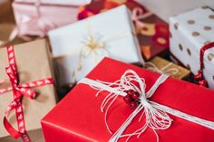 11 unique christmas gift wrapping ideas for your next christmas gift exchange Unique Christmas Gifts, Christmas Presents, Christmas Fun, Holiday Gifts, Unique Gifts, Best Gifts, Christmas Traditions, Christmas Pictures, Amazon Christmas