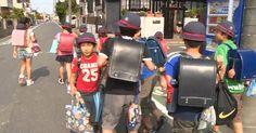 Crianças japonesas usam sempre mochilas iguais que duram anos