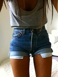 love this simple outfit for summer