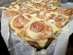 Amerikai fahéjas csiga, azaz cinnamon rolls | Mai Móni Cinnabon, Winter Food, Cinnamon Rolls, Sausage, Food And Drink, Homemade, Baking, Cakes, Kitchen