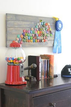Hometalk :: Bottle Cap State Art - this would be cute for any shape that you love!  Hearts, etc!