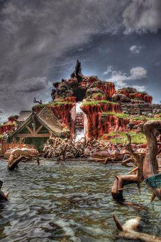 splash mountain by Joseph Levy Disney World Pictures, Cute Disney Pictures, Disneyland Photos, Vintage Disneyland, Disney World Magic Kingdom, Walt Disney World, Disney Land, Disneysea Tokyo, Orlando