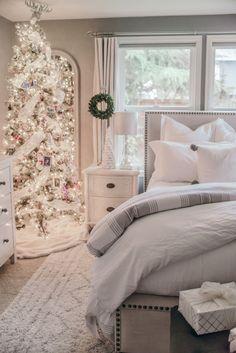 02 Cozy Christmas Bedroom Decor Ideas