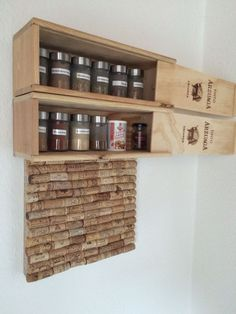 Spice rack made of wine boxes and pin board made of cork - cool idea for DIY . Spice rack made of wine boxes and pin board made of cork – cool idea for do-it-yourselfers! Wooden Wine Crates, Milk Crates, Crate Furniture, Crate Nightstand, Crate Desk, Crate Table, Dog Crate, Earthy Home Decor, Crate Shelves