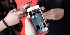 Las aplicaciones de mensajería se han convertido en herramientas imprescindibles para todos los consumidores móviles: prácticas, inmediatas, gratuitas, todo son ventajas en su uso. Pero esto es aún más cierto en el caso de los más jóvenes, que ya casi han abandonado por completo otros canales como el email, mientras que cada vez invierten más tiempo -por no decir todo el tiempo - en aplicaciones como Facebook Messenger, WhatsApp o Snapchat.