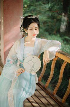 《画堂春》-摄影-苏叔er-POCO摄影作品展示 Traditional Fashion, Traditional Chinese, Traditional Dresses, Geisha Art, Anatole France, Japanese Geisha, Chinese Clothing, Historical Costume, Chinese Culture