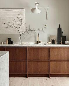 Kitchen Nordiska Kök @nordiskakok Styling Sundling Kickén @sundlingkicken Photo Osman Tahir @osmantahir #kitchen #instakitchen #stonebenchtop #kitchendesign #cabinetry #joinery #nordiskakök #simplicity #rusticsimplicity #timber #timberandstone