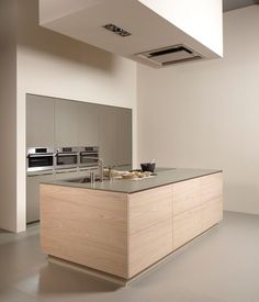 Kitchen with island SERIE 45 BLEACHED ELM Contemporary Collection by Muebles Dica