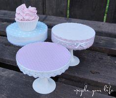 cupcake-ständer... aus alten cds & plastik-sektgläsern...