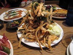 tapas.... Spanish Culture, Tapas Bar, Andalucia, Small Plates, Spaghetti, Appetizers, Ethnic Recipes, Food, Restaurants