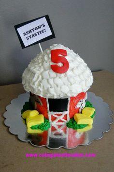giant cupcake cakes Neat idea - make a barn using a giant cupcake pan Giant Cupcake Cakes, Large Cupcake, Fun Cupcakes, Cupcake Cookies, 2 Birthday Cake, Farm Birthday, Birthday Bash, Giant Sweets, Blue Velvet Cupcakes