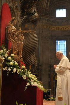 Papa Francisco........pido a nuestra Madre que te proteja y ayude.