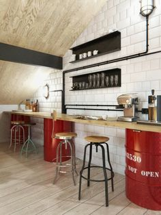 bar cuisine tendance avec des tonneaux rouges