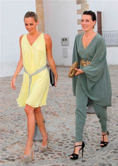 Alejandra y Claudia Osborne Domecq Party Looks, Party Fashion, Fashion Show, Nice Dresses, Casual Dresses, Cool Outfits, Summer Outfits, Wedding Guest Looks, Body Suit Outfits