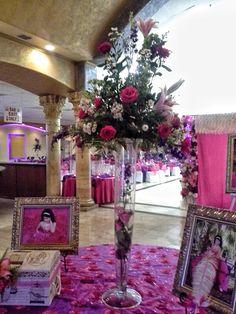 Mesa de Firmas , Arreglo flor natural especial para la entrada de los invitados y el album de firmas.