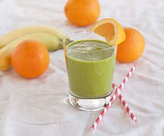 Skip the expensive coffee and instead drink to your health with this spinach orange smoothie. Sip it in the morning and you'll feel great all day long!