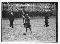 Ladies who punch: Vintage pictures show pioneering sportswomen boxing, swimming and playing football a century ago Message Secret, Girls Soccer, Latest Sports News, Library Of Congress, Photos Of Women, Athletic Women, Vintage Pictures, Vintage Photographs, Picture Show