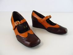 Mary Jane Shoes / vintage 1970s Brogue Wedge Shoes $38