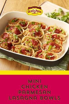 Whether you pick them up or use a fork to eat them, you'll love these little lasagna-inspired bowls. Add the cheese-spiked Italian flavors of chicken Parmesan, with a lot less hassle. Just add mozzarella, ricotta, rotisserie chicken in tomato sauce and cr Italian Recipes, Mexican Food Recipes, New Recipes, Cooking Recipes, Favorite Recipes, Healthy Recipes, Cooking Cake, Pasta Dishes, Hors D'oeuvres