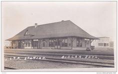 RP: BIGGAR , Saskatchewan , Canada , 00-10s ; C.T.P. Railroad Train Station Item number: 252851397 on Delcampe.com Old Train Station, Train Stations, Saskatchewan Canada, North Country, Sales Image, Model Trains, Original Image, Genealogy, Diorama