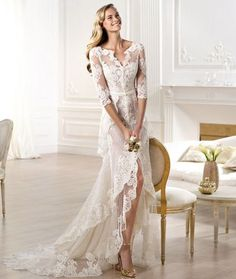 Vestido de novia transparente con falda high low en color blanco con bordados de encaje – Pronovias