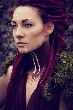 I look upon these dreads with great longing. I had purple dreads once too, and… I look upon these dreads with great longing. I had purple dreads once too, and… – Das schönste Make-up Makeup Inspiration, Character Inspiration, Tribal Makeup, Fantasy Makeup, Costume Makeup, War Paint, Face Art, Halloween Makeup, Fashion Photography