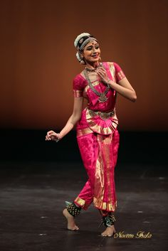 https://flic.kr/p/skTM2C | Medha Hari | Picture From Bharatanatyam Recital by Medha Hari  Medha Hari is hailed as one of the most , promising Bharatanatyam dancers of her generation. A passionate dancer, Medha excels particularly in the nritta aspect of dance. Nimble movements and the pristine purity of her expressions, along with her excellent technique and intrinsic charisma, have helped her stand out as a solo artist.  Recently in 2014 , she was awarded the  title of 'Natya Chudar' from…