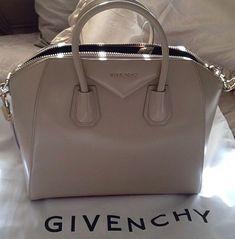 OMG I want a Givenchy sooo bad ! Mk Handbags, Handbags Michael Kors, Fashion Handbags, Purses And Handbags, Fashion Bags, Designer Handbags, Designer Bags, Beautiful Handbags, Beautiful Bags