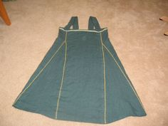 Green Viking Dress, excellent layout example of Norse Apron Dress. Celtic Clothing, Medieval Clothing, Historical Clothing, Historical Photos, Viking Garb, Viking Dress, Viking Tunic, Viking People, Viking Pattern