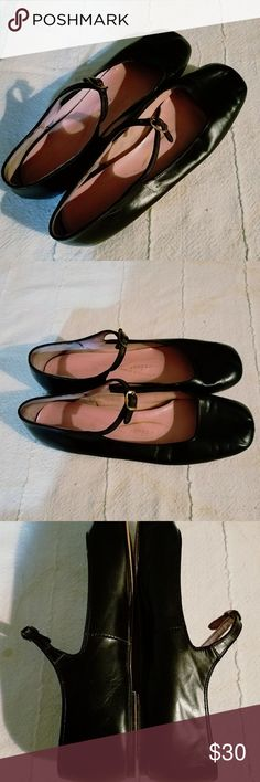 RARE 1960S CAPEZIO ALL LEATHER FLATS SO RARE, BLACK, SHOE IS ALL LEATHER VINTAGE CAPEZIO BALLERINA, VERY MODERN DESIGN, LEATHER LIKE BUTTER! JAPANESE INSPIRED. SWEETEST SHOE EVER, GENTLY WORN, EXCELLENT CONDITION. 1960S Capezio Shoes Flats & Loafers