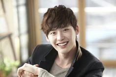 Lee Jong Suk reveals his favorite Korean celebrities