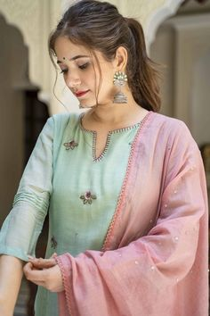 Simple Kurta Designs, Stylish Dress Designs, Kurta Designs Women, Salwar Designs, Designer Party Wear Dresses, Kurti Designs Party Wear, Embroidery Suits Design, Floral Embroidery, Kurta Neck Design