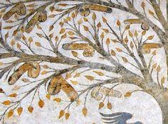 Affresco dell''albero della fecondità' situato a Massa Marittima. L'affresco decisamente particolare, risalente tra il 1265 ed 1335, ha destato meraviglia, scandalo e sorpresa, in quanto raffigura un grande albero tra le cui foglie pendono 25 falli maschili eretti sotto al quale due donne si accapigliano nel contendersi uno dei falli, uccelli neri che volteggiano minacciosi ed altre figure di dubbia interpretazione.  #sextoysnellarte #sextoys #arte #vibratori