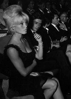 Brigitte Bardot - Ce visage, cette coiffure!