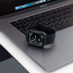 Apple watch with black band. Black is the new black these days. Apple Watch Series, Apple Watch Bands, All Apple Products, Apple Watch Fashion, Apple Brand, Apple Inc, Cute Cases, Gadget Gifts, Technology Gadgets