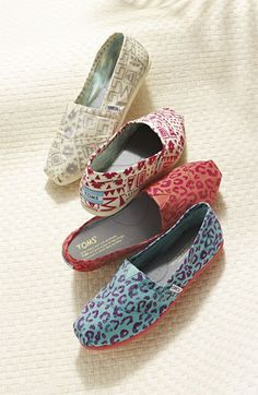 New supercute TOMS slip-ons at Nordstroms (I love the silver aztek print)