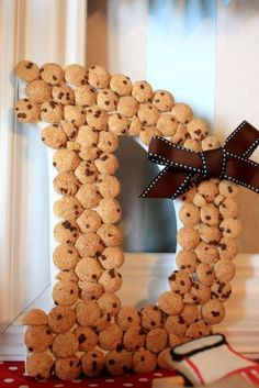 Cookie monster inspired wreath. would be good for holden's cookie monster party
