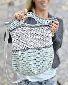 Häkeltasche Tono von MyBoshi nachhäkeln You are in the right place about sitricken strickmuster Here Sewing Patterns Free, Free Sewing, Knitting Patterns, Crochet Patterns, Crochet Diy, Knitting Projects, Crochet Projects, Thrift Store Refashion, Mochila Crochet