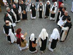 16/06/12 - Tutti in cerchio davanti a San Tommaso! (Photo by @Valter Barbero)