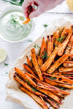 Carrot Fries with Fresh Dill Dip #carrot #fries #carrotfries #dip #dill #vegan #plantbased #snack